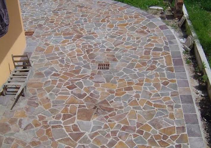 Come realizzare un vialetto per il proprio giardino con i - Pavimento in ciottoli esterno ...